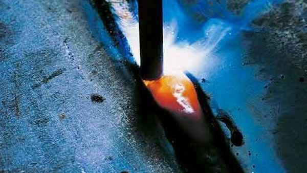 Что необходимо для того, чтобы варить ручной дуговой сваркой